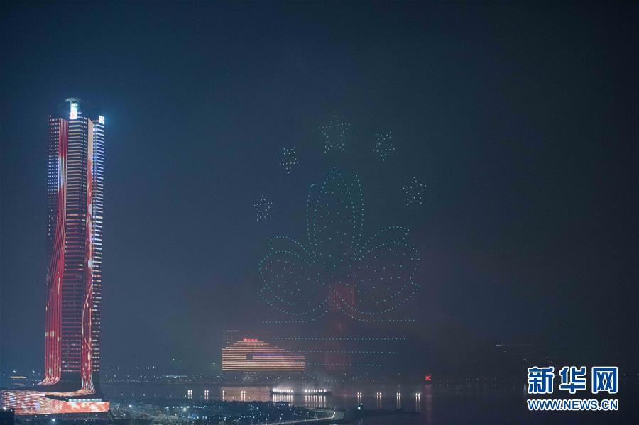 (澳门回归20周年)(6)澳门与珠海首次联合举行烟花汇演庆祝澳门回归20周年