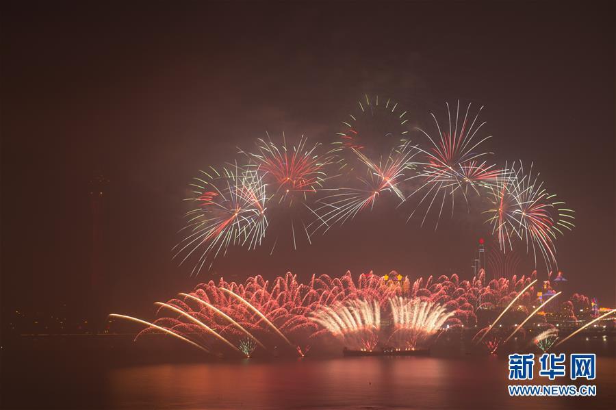 (澳门回归20周年)(5)澳门与珠海首次联合举行烟花汇演庆祝澳门回归20周年