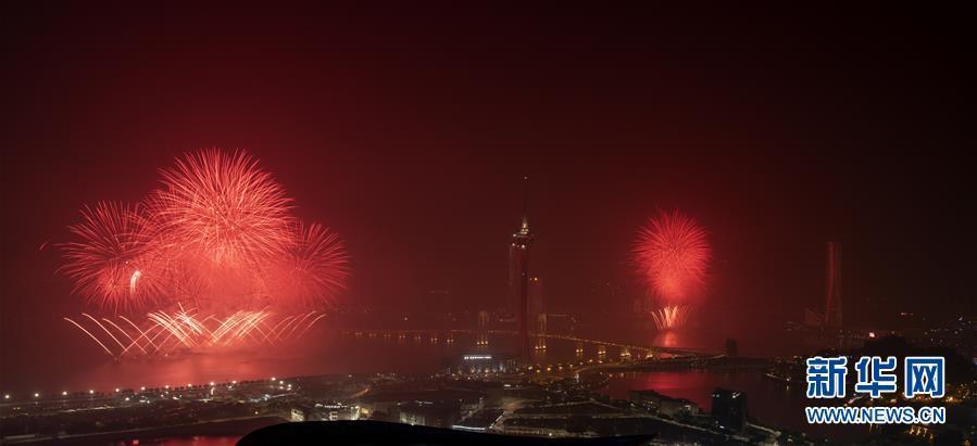 (澳门回归20周年)(1)澳门与珠海首次联合举行烟花汇演庆祝澳门回归20周年