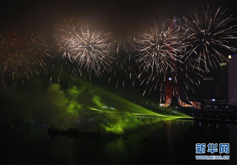 (澳门回归20周年)(8)澳门与珠海首次联合举行烟花汇演庆祝澳门回归20周年